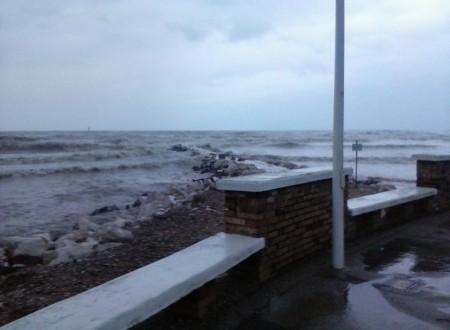 Questo mare in tempesta che dilania …